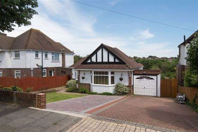 3 Bedrooms Bungalow for sale in Benfield Way, Portslade, BN41 2DN