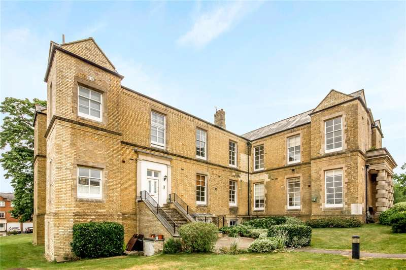 2 Bedrooms Flat for sale in Helena House, Royal Earlswood Park, Redhill, Surrey, RH1