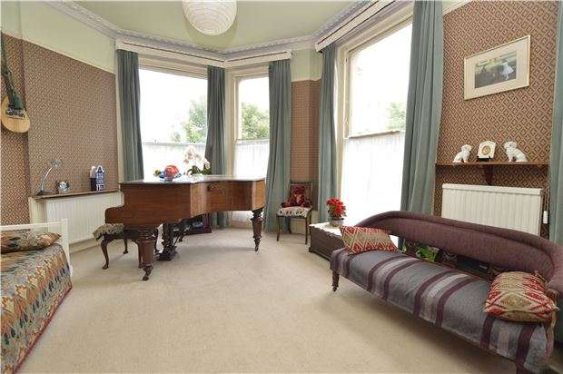 2 Bedrooms Flat for sale in Elphinstone Road, HASTINGS, TN34 2EE