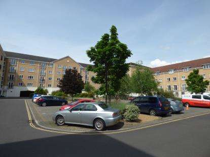 2 Bedrooms Flat for sale in The Dell, Southampton