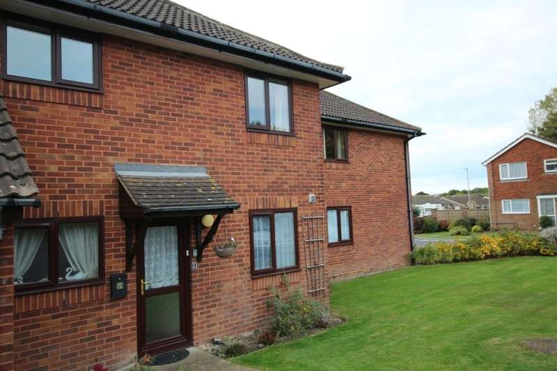 2 Bedrooms Flat for sale in Swanley Close, Eastbourne, BN23