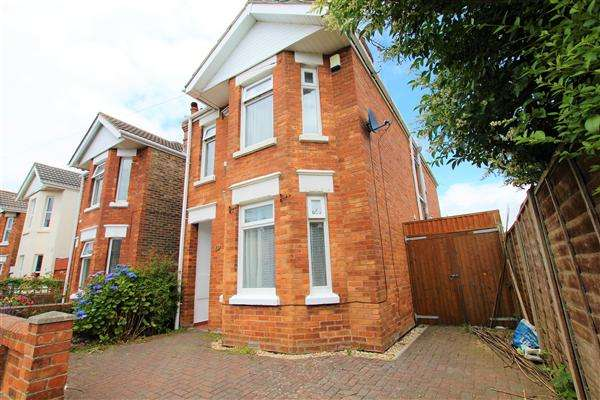 3 Bedrooms Detached House for rent in Jefferson Avenue, Bournemouth
