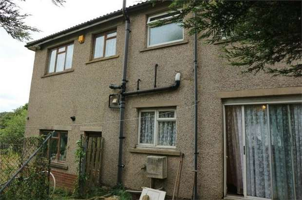 4 Bedrooms Semi Detached House for sale in Brantwood Close, Bradford, West Yorkshire