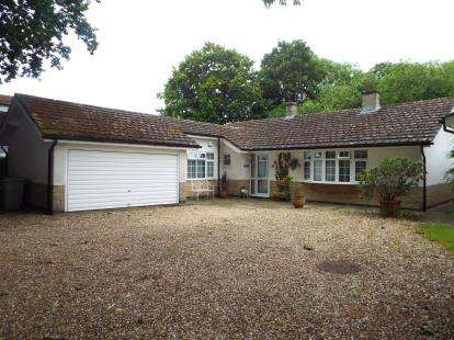 3 Bedrooms Bungalow for sale in Mill Lane, Cottesmore, Oakham, Rutland