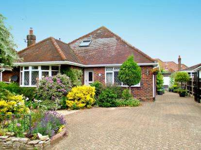 4 Bedrooms Bungalow for sale in Ashurst, Southampton, Hampshire