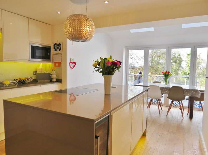 3 Bedrooms End Of Terrace House for sale in Maurice Way, Marlborough