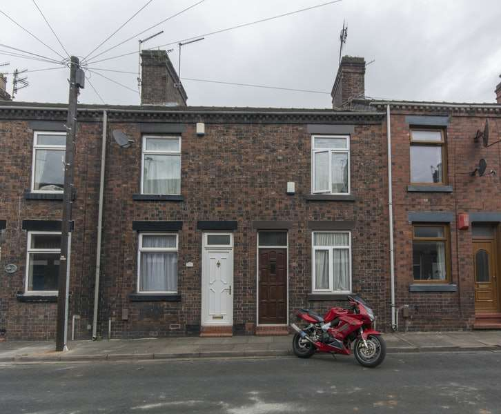 2 Bedrooms Terraced House for sale in Walley Place, Burslem, Staffordshire, ST6