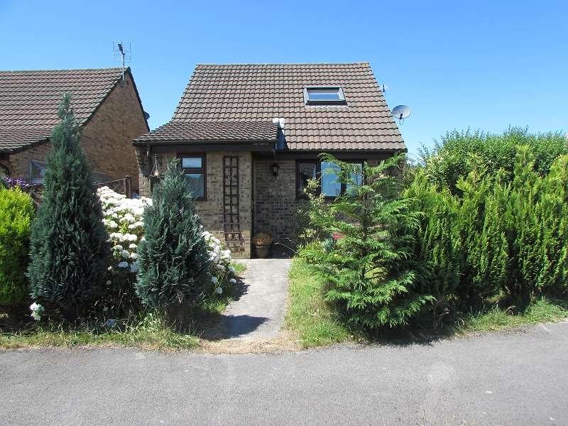3 Bedrooms Detached House for sale in Gregory Close, Pencoed, Bridgend. CF35 6RF