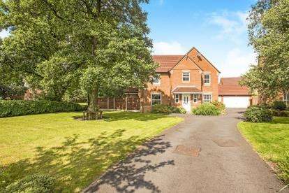 4 Bedrooms Detached House for sale in Gleneagles Drive, Euxton, Chorley, Lancashire, PR7