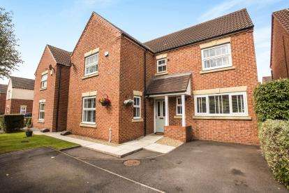 4 Bedrooms Detached House for sale in Great Park Drive, Leyland, PR25