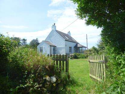 3 Bedrooms Detached House for sale in Tudweiliog, Pwllheli, LL53