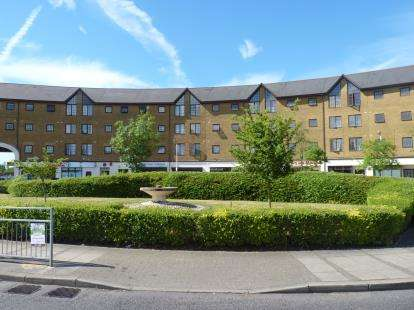 2 Bedrooms Flat for sale in Comer Crescent, Southall, Middlesex, Greater London