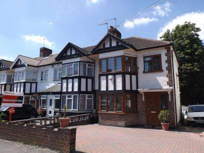 3 Bedrooms End Of Terrace House for sale in Woodford, Green, Essex