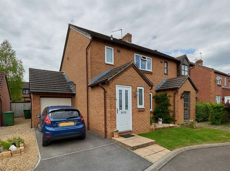 3 Bedrooms Semi Detached House for sale in Taunton Close, Chippenham, Wiltshire, SN14