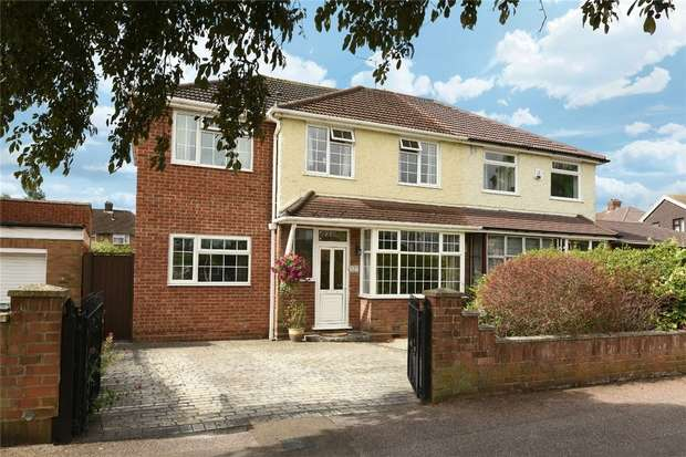 4 Bedrooms Semi Detached House for sale in Wendover Drive, Bedford