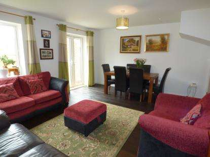 3 Bedrooms Semi Detached House for sale in St. Botolph Close, Daventry, Northamptonshire