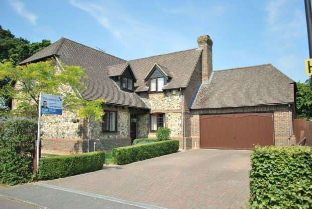 4 Bedrooms Detached House for sale in Hill View, Spencers Wood, Reading