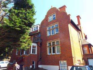 2 Bedrooms Flat for sale in Sandgate Road, Folkestone, Kent, England