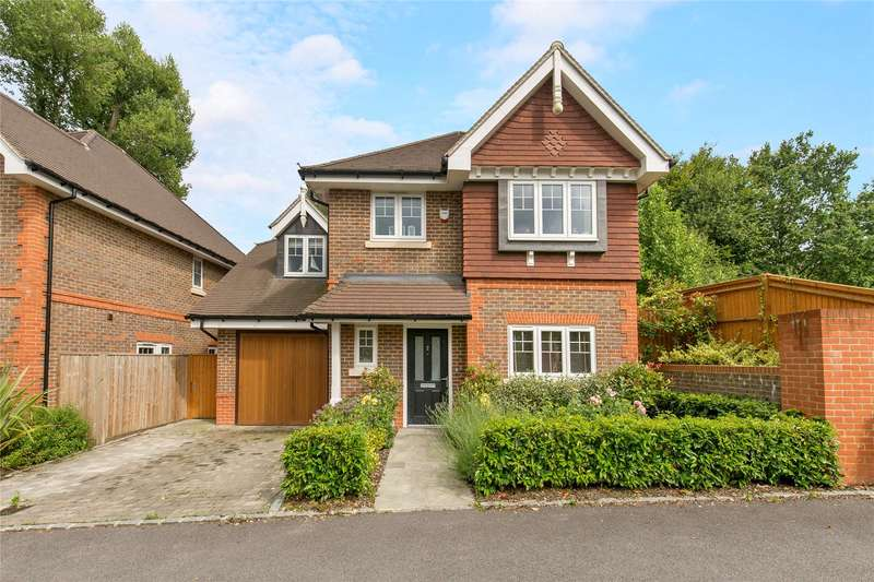 4 Bedrooms Detached House for sale in Woodpecker Chase, Lindfield, Haywards Heath, West Sussex, RH16