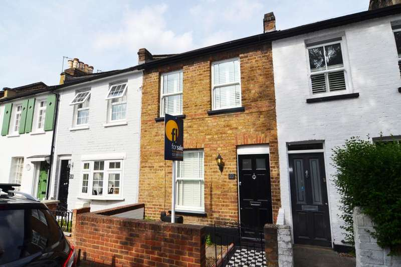 3 Bedrooms Terraced House for sale in Railway Road, Teddington, TW11