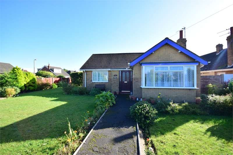 3 Bedrooms Detached Bungalow for sale in Singleton Avenue, Lytham St Annes, FY8