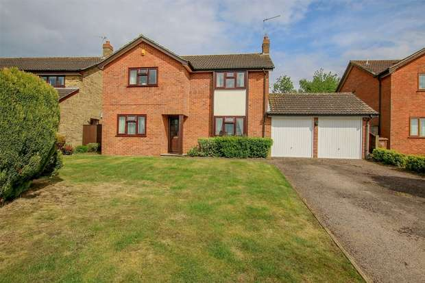 4 Bedrooms Detached House for sale in 47 Ullswater Avenue, South Wootton