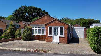 3 Bedrooms Bungalow for sale in Blackfield, Southampton, Hampshire