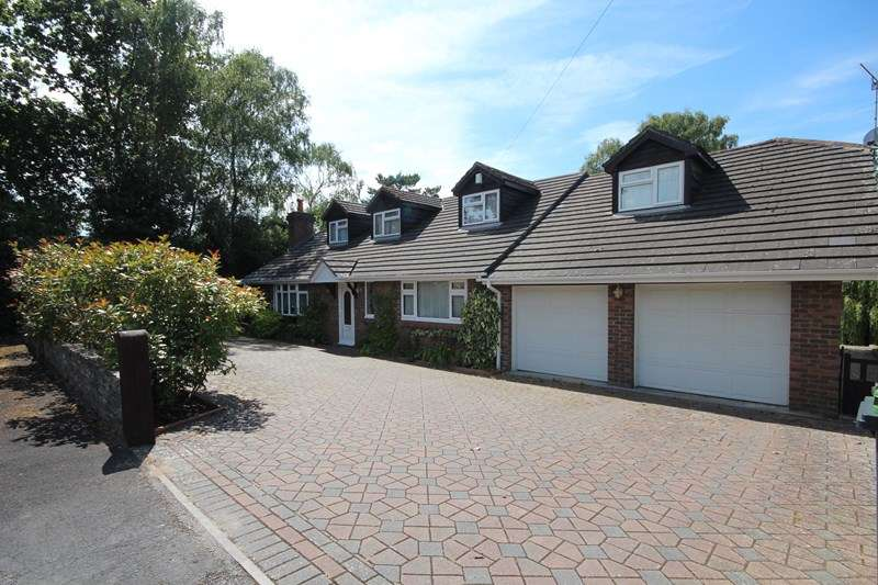 5 Bedrooms Detached House for sale in Hill Way, Ashley Heath, Ringwood