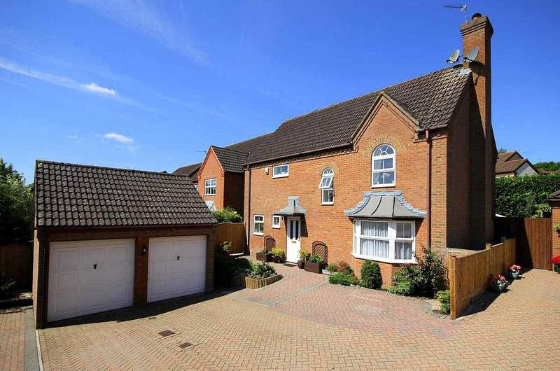 4 Bedrooms Detached House for sale in Detached 4 Bed with Landscaped Rear Garden, HP1