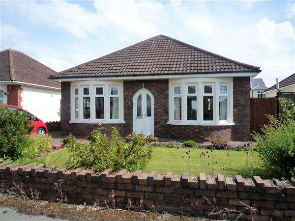 2 Bedrooms Bungalow for sale in Lon Ty'n Y Cae, Rhiwbina, Cardiff