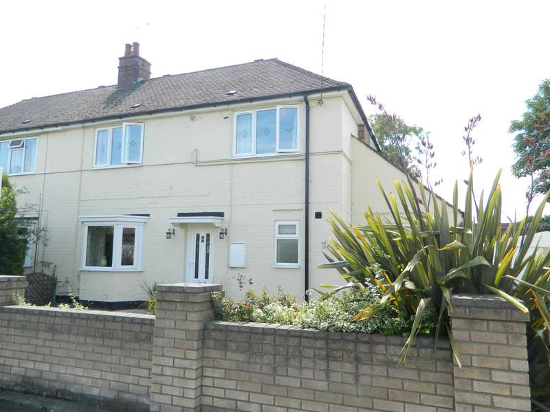 3 Bedrooms Semi Detached House for sale in Extended 3 bed semi-detached on Queensway, Saxilby, LN1