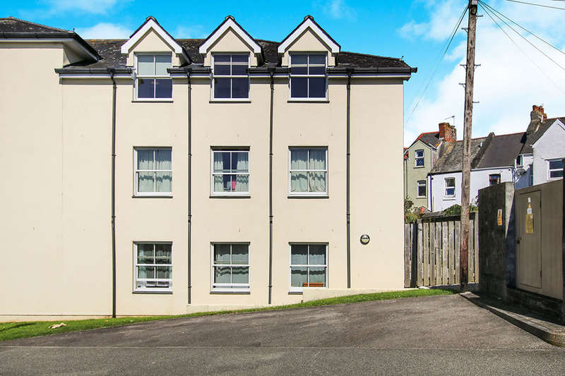 2 Bedrooms Flat for sale in Jadeana Court, St. Austell, PL25