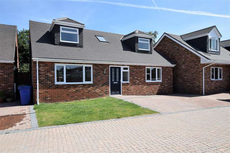 3 Bedrooms Detached House for sale in Parkside, Grays