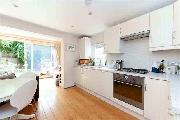 2 Bedrooms Flat for sale in Milkwood Road, Herne Hill