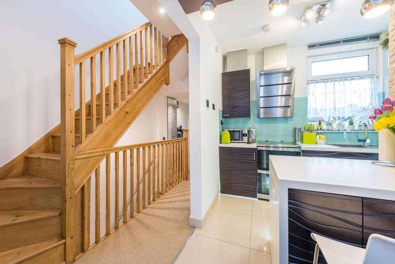 3 Bedrooms Flat for sale in Connaught Road, Ealing, W13