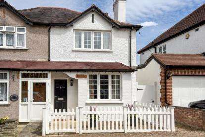 2 Bedrooms Semi Detached House for sale in Orchard Road, Farnborough Village, Orpington