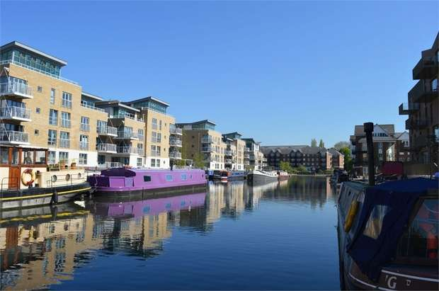 1 Bedroom Flat for sale in Bowline Court, Durham Wharf Drive, Brentford, Middlesex