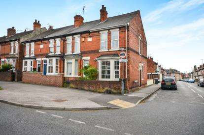 3 Bedrooms Semi Detached House for sale in Diamond Avenue, Kirkby-In-Ashfield, Nottinghamshire