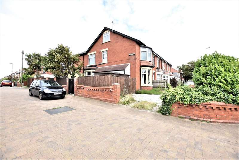 4 Bedrooms Semi Detached House for sale in Kirkham Avenue, Blackpool