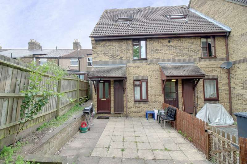 2 Bedrooms Maisonette Flat for sale in Holden Close, Hertford