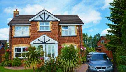 4 Bedrooms Detached House for sale in Walkers Drive, Leigh, Greater Manchester