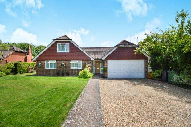 5 Bedrooms Detached House for sale in Alton, Hampshire
