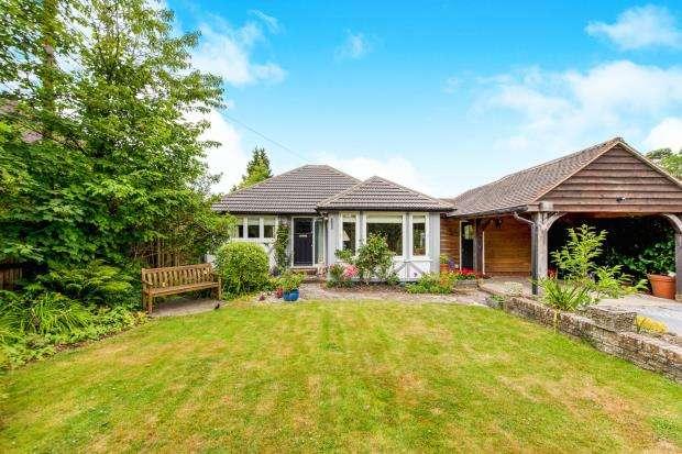 4 Bedrooms Bungalow for sale in Wrecclesham, Farnham, Surrey