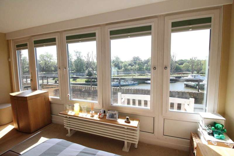 2 Bedrooms Apartment Flat for sale in Rare opportunity on Brentford Docks