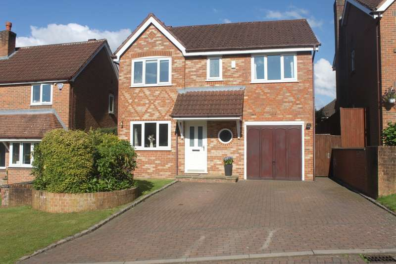 4 Bedrooms Detached House for sale in Holcombe Drive, Tytherington, Macclesfield, SK10
