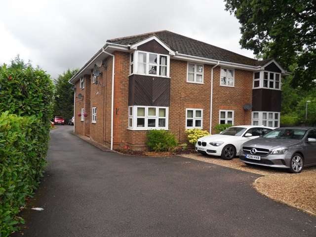 2 Bedrooms Apartment Flat for sale in Fairway Court, Binfield Road, Bracknell