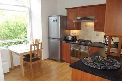 2 Bedrooms Flat for rent in Southpark Avenue, Hillhead