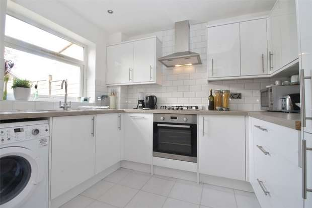3 Bedrooms End Of Terrace House for sale in Goldsworth Park, Woking, Surrey