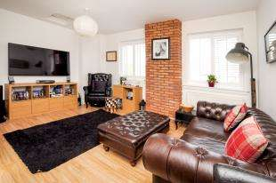 3 Bedrooms Flat for sale in Lower Addiscombe Road, Croydon