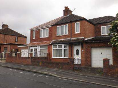 3 Bedrooms Semi Detached House for sale in Buckingham Road, Droylsden, Manchester, Greater Manchester